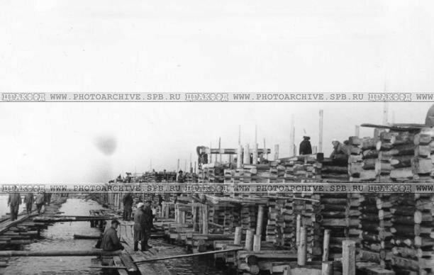Постройка нового пирса в порту Кобоны. 3 июля 1942 г.