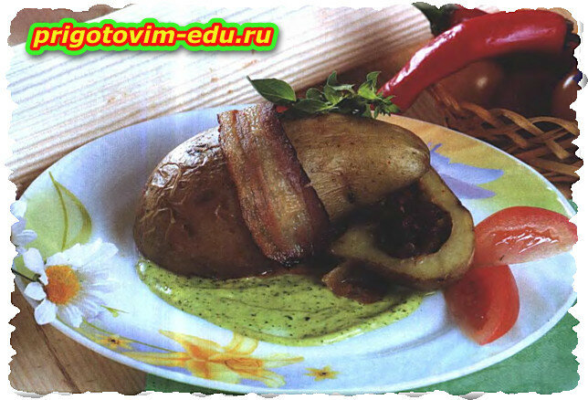 Картофель запечённый с мясной начинкой