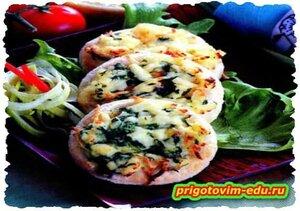 Мини-пиццы со шпинатом