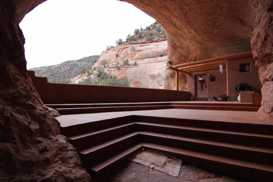 Eco-Friendly Cliff House in Utah