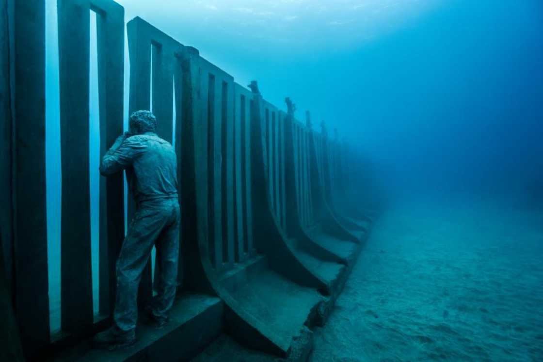 Museo Atlantico – The incredible underwater museum unveils its new sculptures (14 pics)