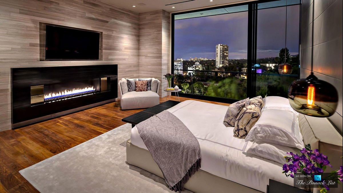 Спальня с биокамином