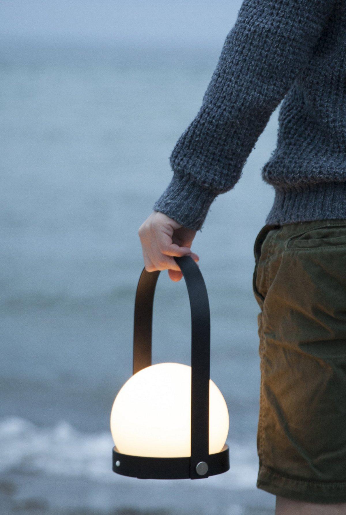 Портативный фонарь с ручкой для переноски