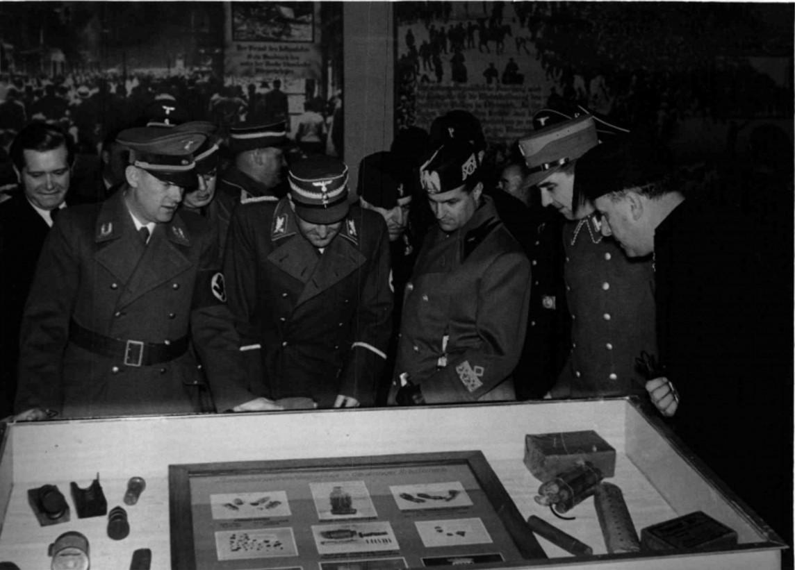 1938. 12.10. Антибольшевистская выставка в Вене. Почетные гости