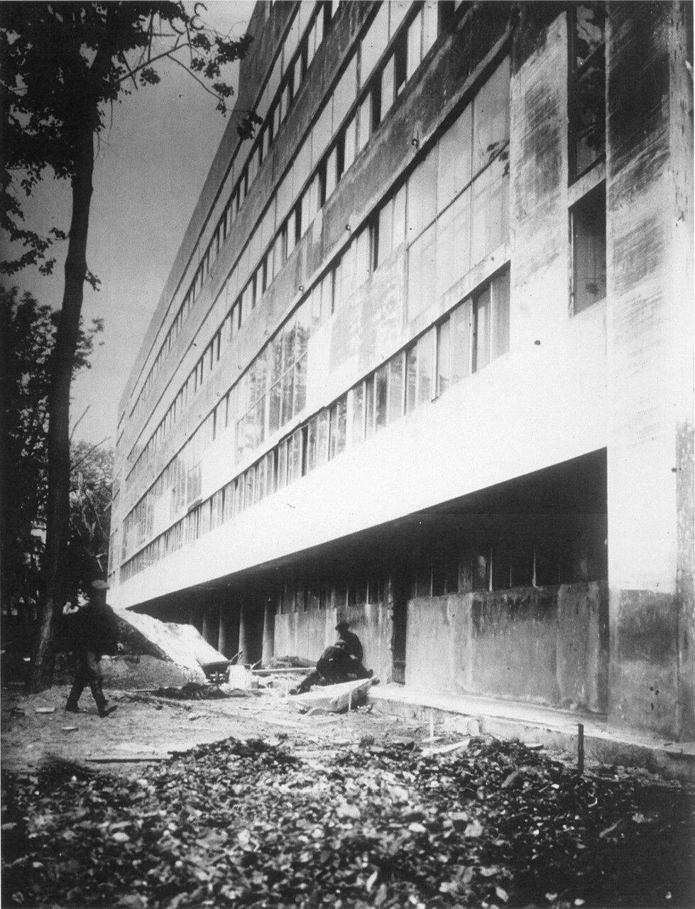 Вид западного фасада здания в процессе строительства. 1929