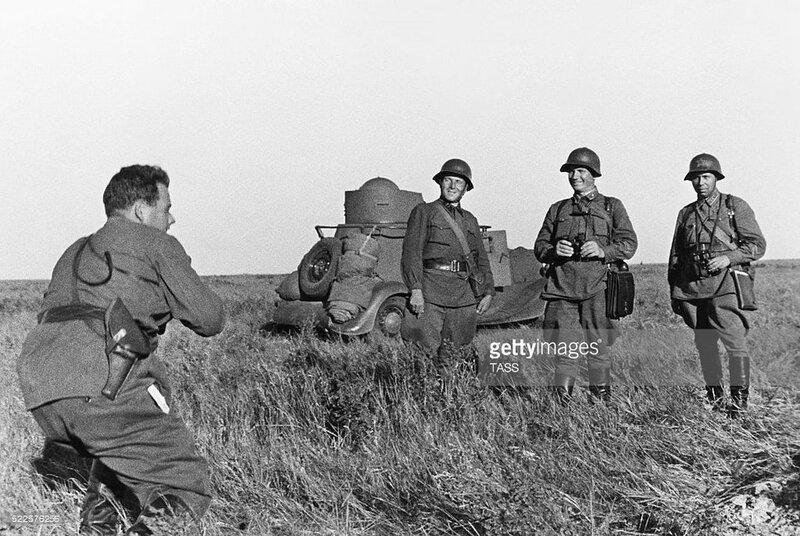 Командиры Красной Армии на фоне б/а БА-20. Халхин-Гол, 28 августа 1939 года.