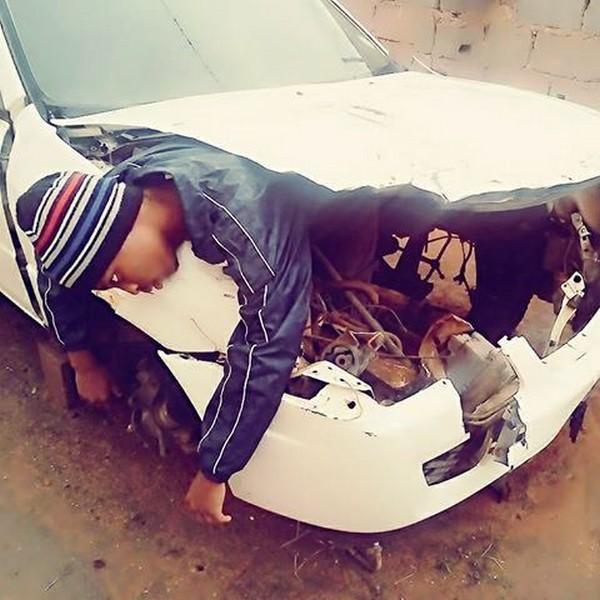 Новый модный тренд у африканцев: они притворяются мертвыми