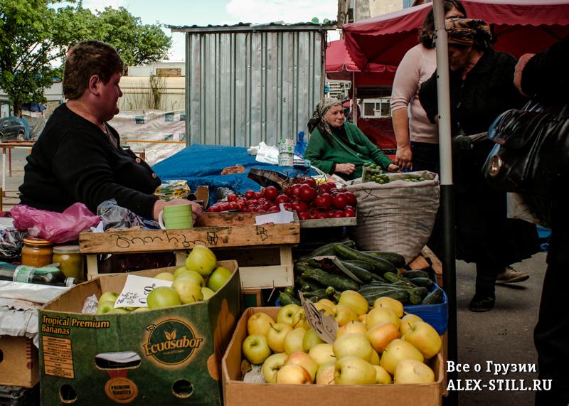 В Тбилиси очень вкусные овощи и зелень