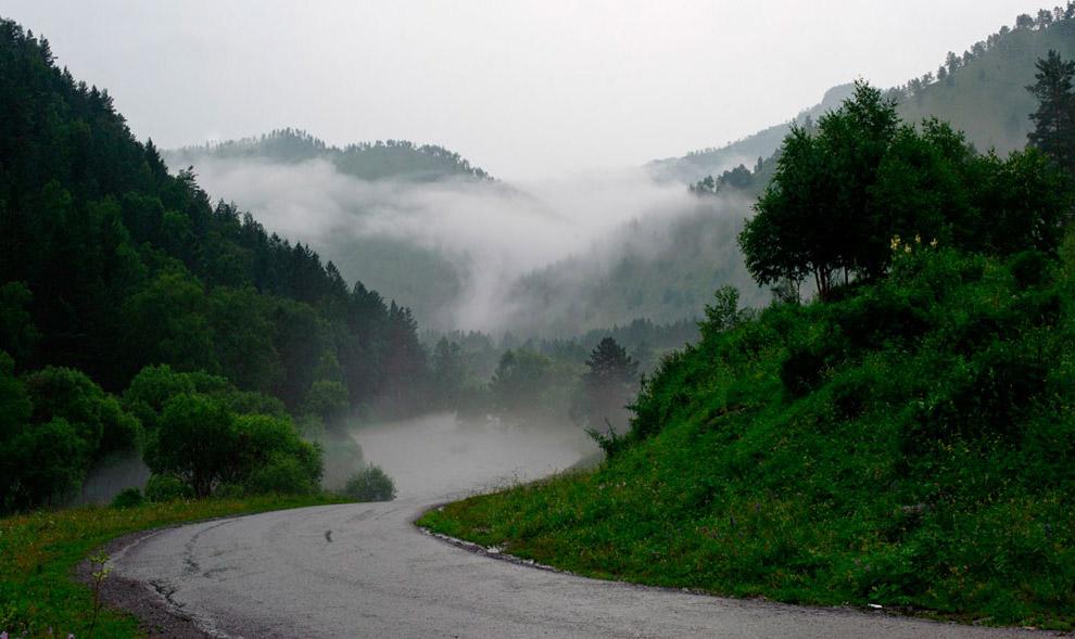2. Других российских дорог в списке нет, а поездка по Чуйскому тракту сравнивается с путешестви