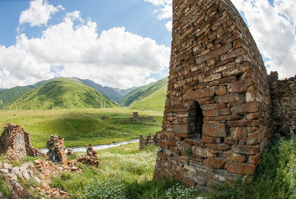 9. Но к 18 веку осетины переселились на равнину и горные районы опустели.