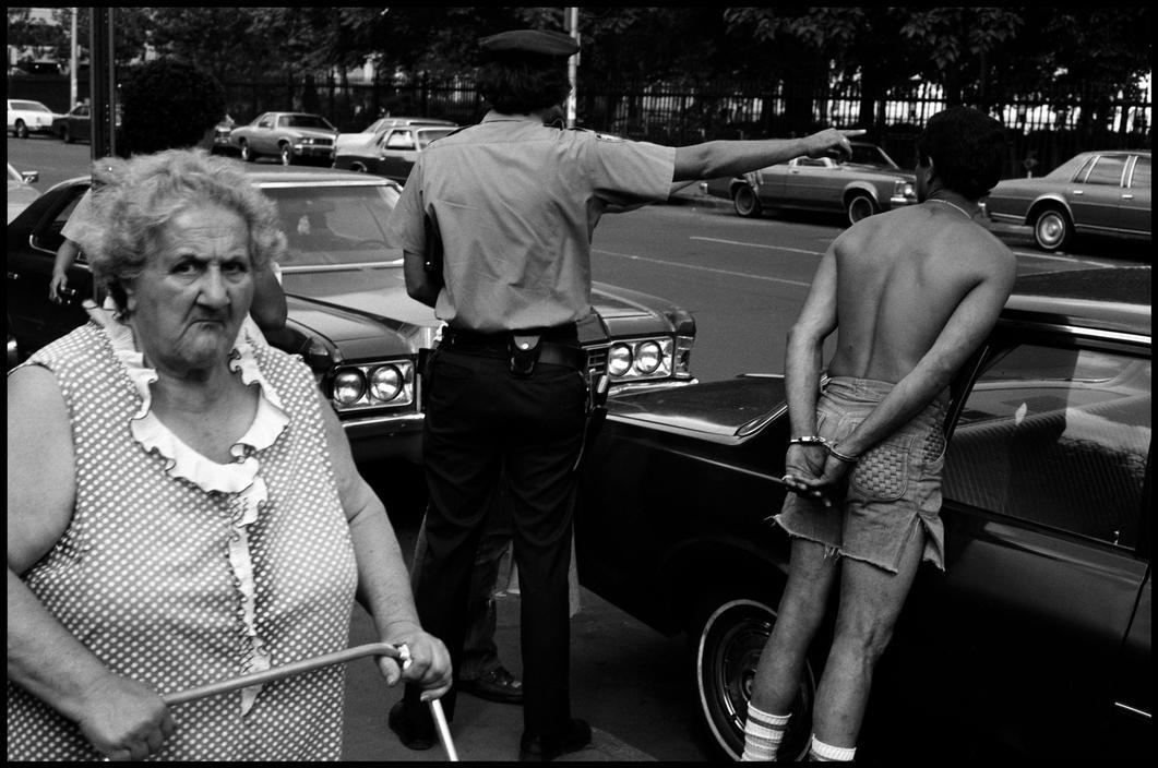 1979. Подозреваемого снимают на Полароид.