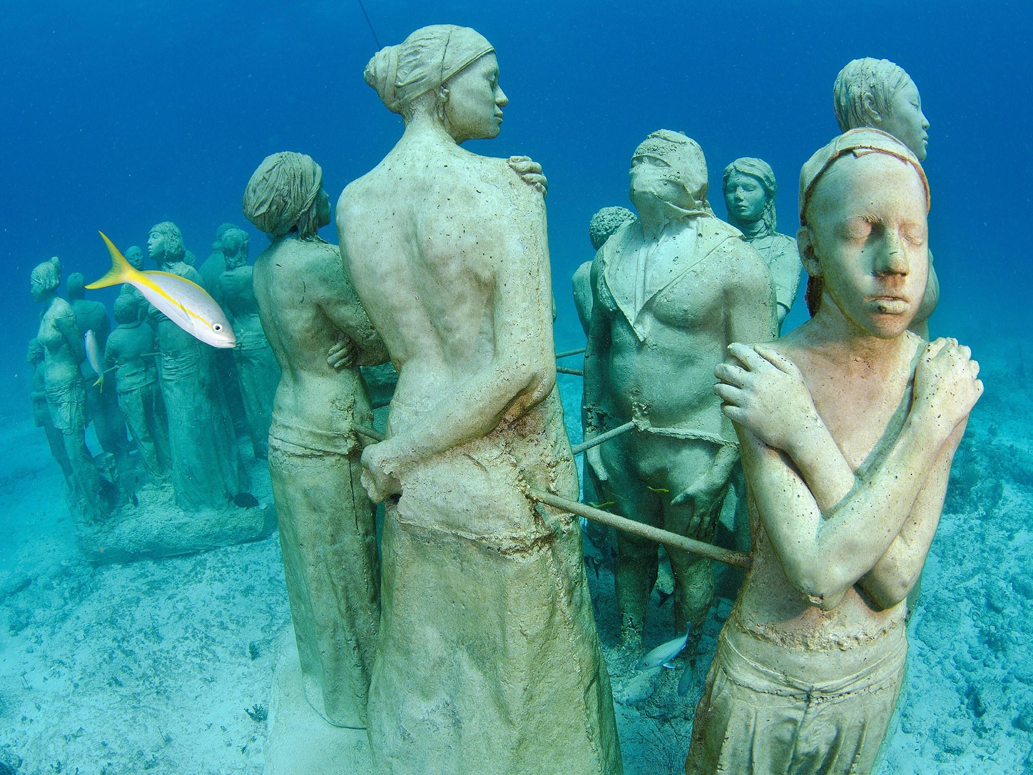 2. Музей подводных скульптур, Канкун, Мексика. Огромный музей, состоящий из более чем 400 скульптур,