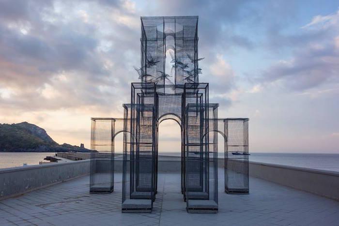 Парящие призрачные здания для итальянского фестиваля Meeting del Mare