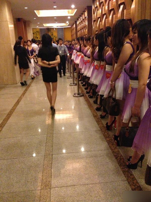 3. «Дин-дон-девочки» — снимают в отелях номер и предлагают свои услуги постояльцам по телефону