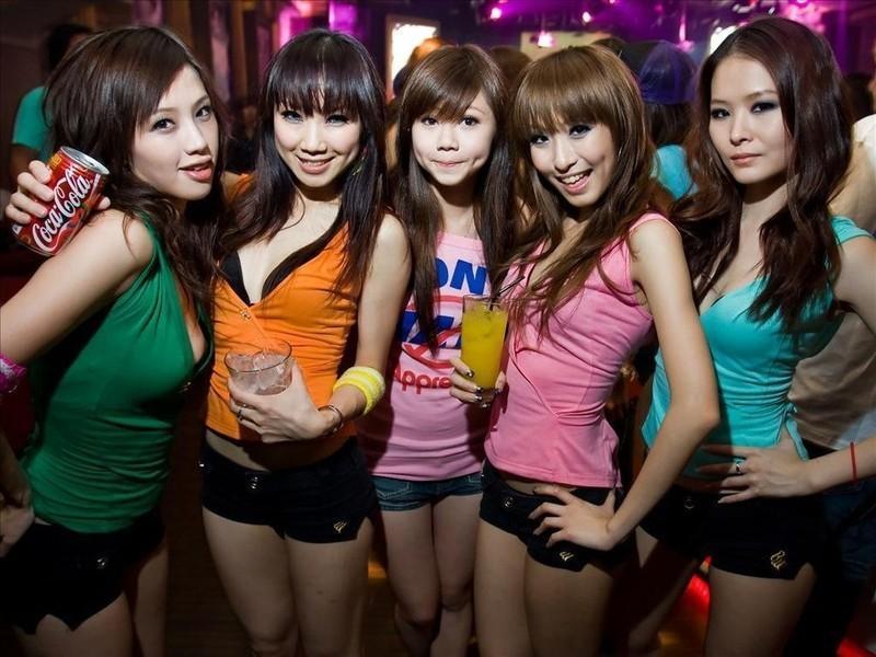 Платная любовь по-китайски (21 фото) 18+