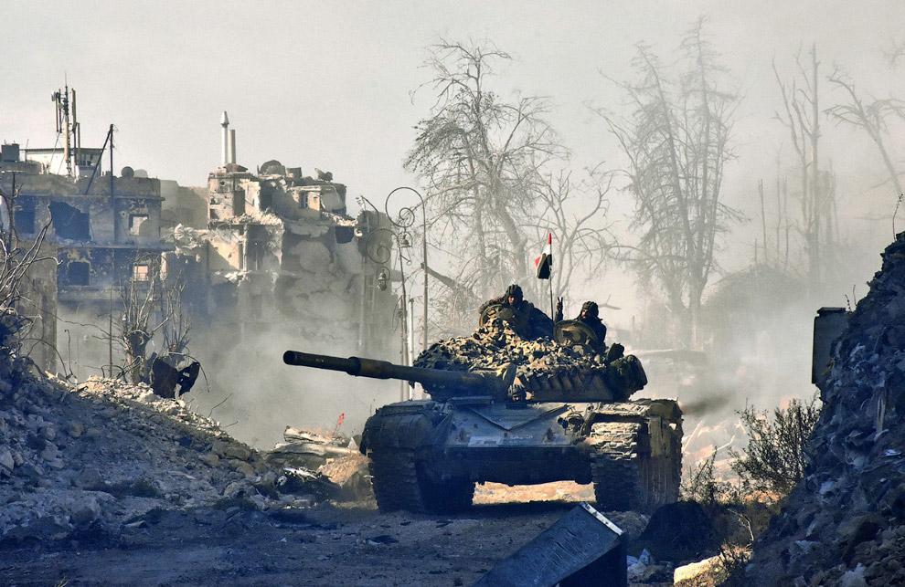 13. Это Цитадель Алеппо, которая на удивление еще не вся разрушена. Сравните с 3-м снимком. (Фото Ge