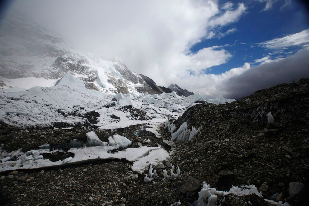 30. Гора Тамсерку (6 608 метров). (Фото Navesh Chitrakar | Reuters):