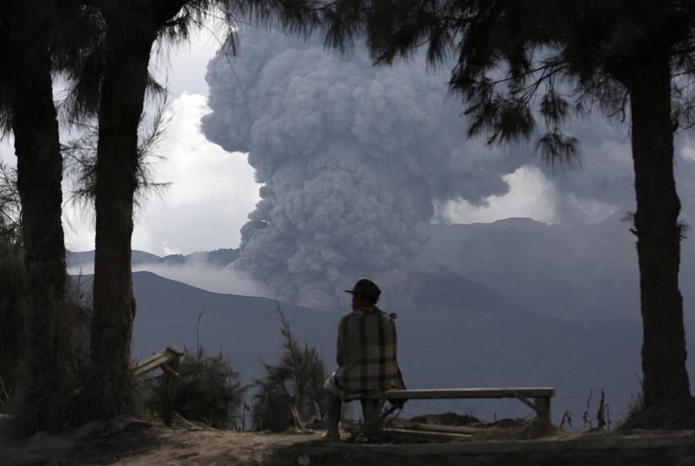 Гром и молнии. Извержение действующего стратовулкана Сакурадзима, расположенного на полуострове