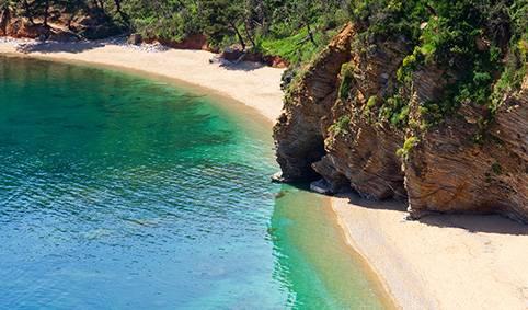 В городе с волнующим названием Бар на побережье Адриатического моря есть несколько неплохих пляжей.