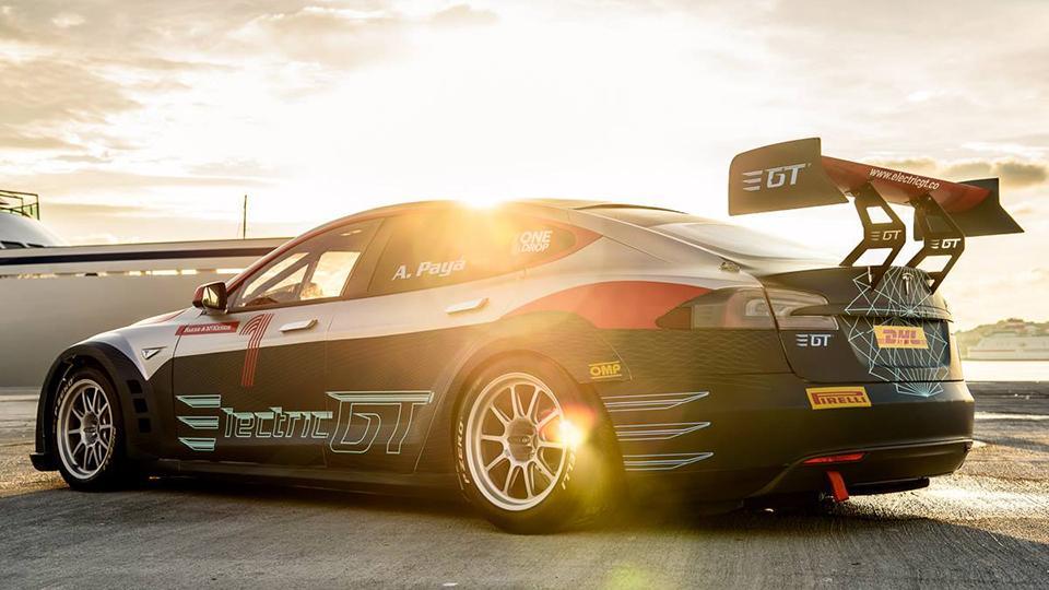 Tesla Model Sстала самым быстрым серийным автомобилем