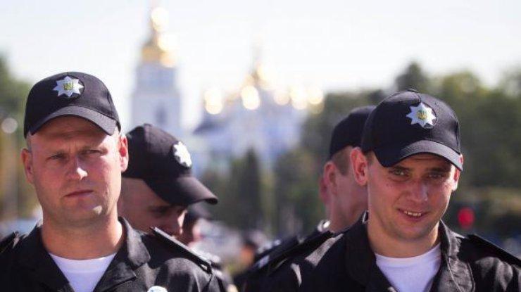Правоохранителей обеспечивают правопорядок вцентре украинской столицы