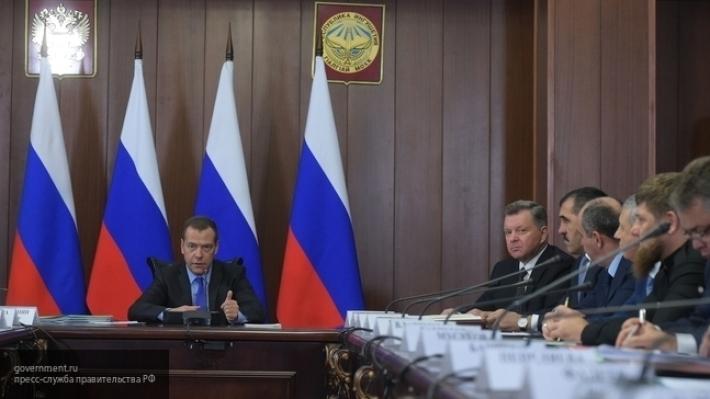 Д. Медведев поручил руководству проработать реализацию поручений, озвученных президентом вПослании
