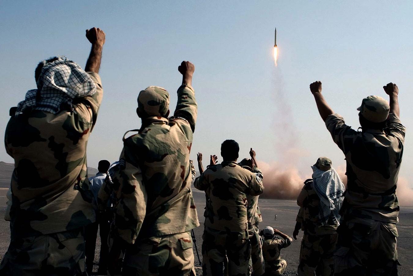 ВИране начались учения аэрокосмических войск КСИР