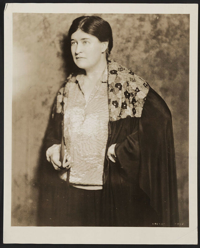willa cather The most cogent, balanced biography of cather to date, one that explores her many dimensions as a journalist, magazine editor, teacher, and novelist.