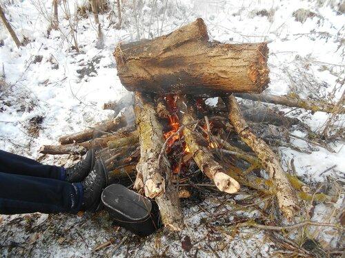 В условиях походных, у костра и котелка, снег ... DSCN0287.JPG