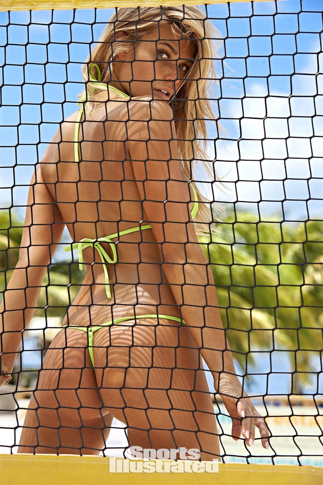 Samantha Hoopes / Саманта Хупс в купальниках из новой коллекции Sports Illustrated Swimsuit 2017 issue / in Curacao by Ben Watts