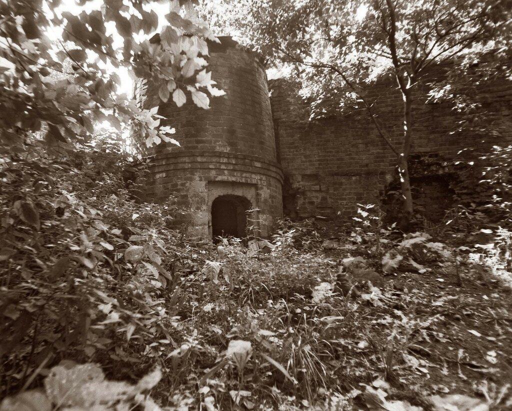 50694 Рождественский монастырь. Юго-восточная башня Roman сер 80-х.jpg