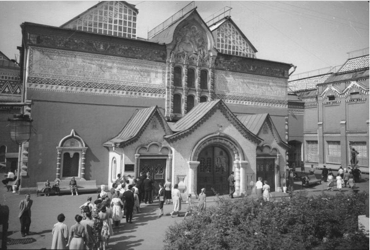 1955. Фасад здания Государственной Третьяковской галереи