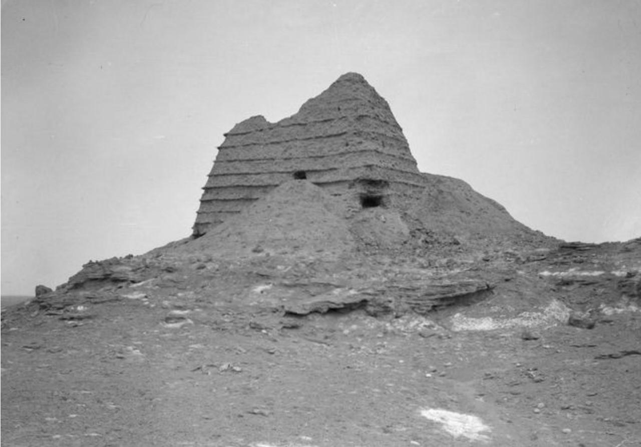 Руины вблизи калмыцкого села Алдин вдоль реки Таушкандарья