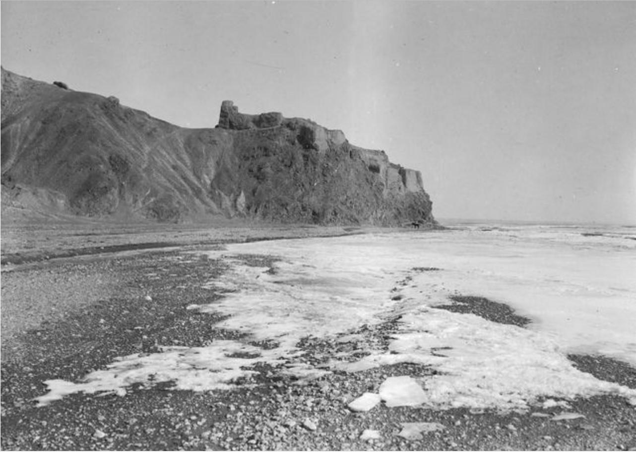 Руины в устье реки Кызыл-Дарья