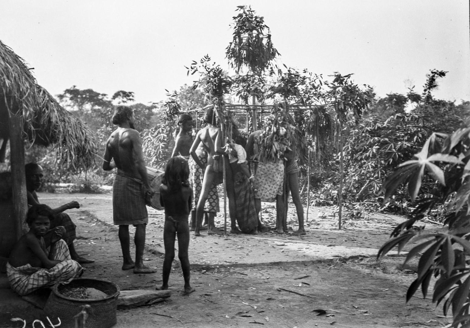 389. Мадугалла. Ритуальный танец лесных веддов