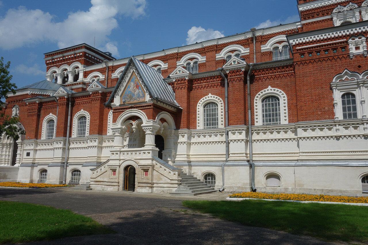 музей хрусталя, храм-собор Георгия