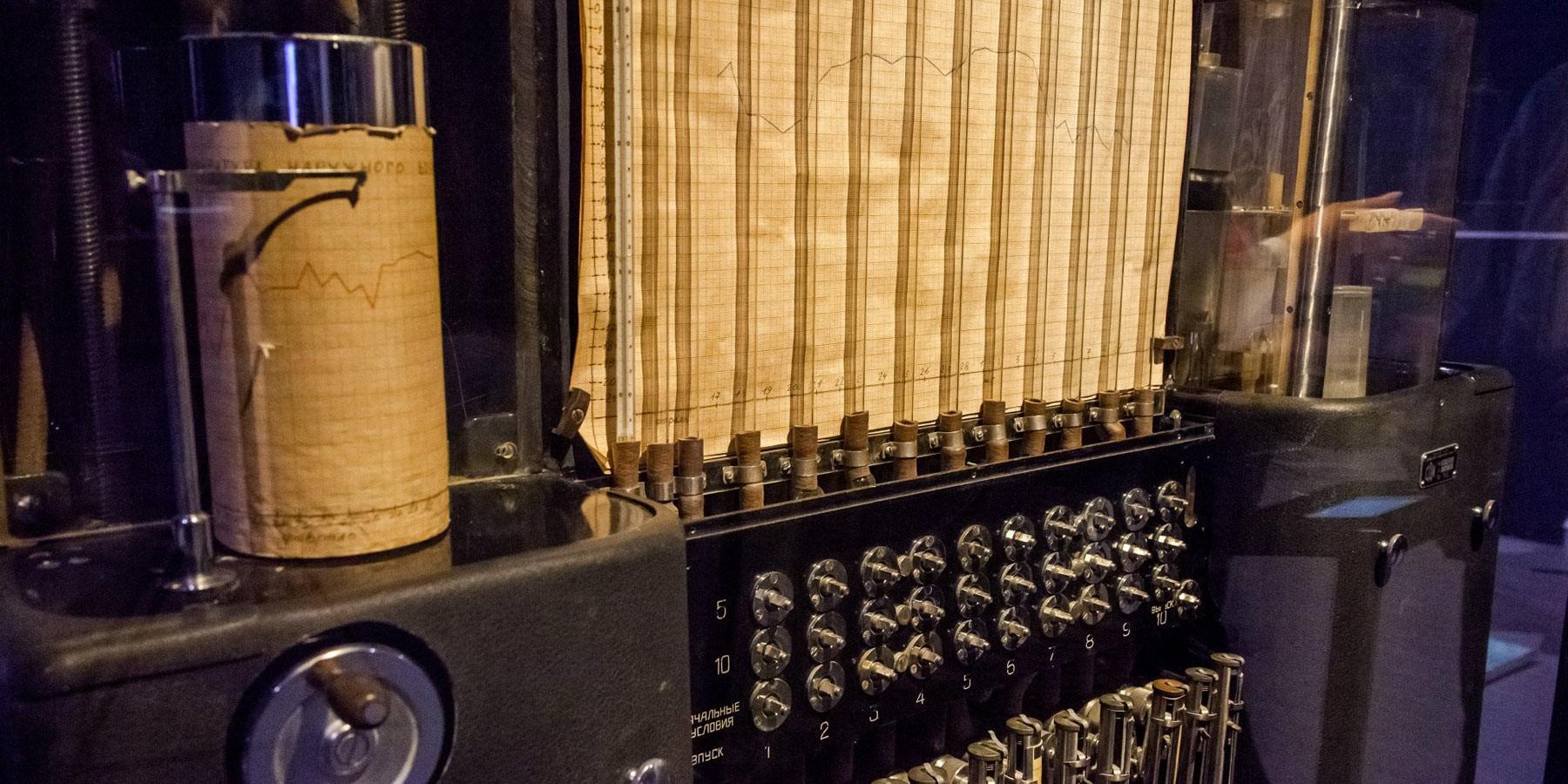 Скупка ПК, скупка ноутбуков в Спб - В 1936 году в России был создан аналоговый компьютер, который работал на воде. -