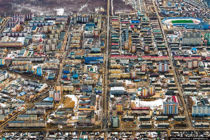 Население города составляет около 35 тысяч человек. Около 80% этого населения работает на предприяти