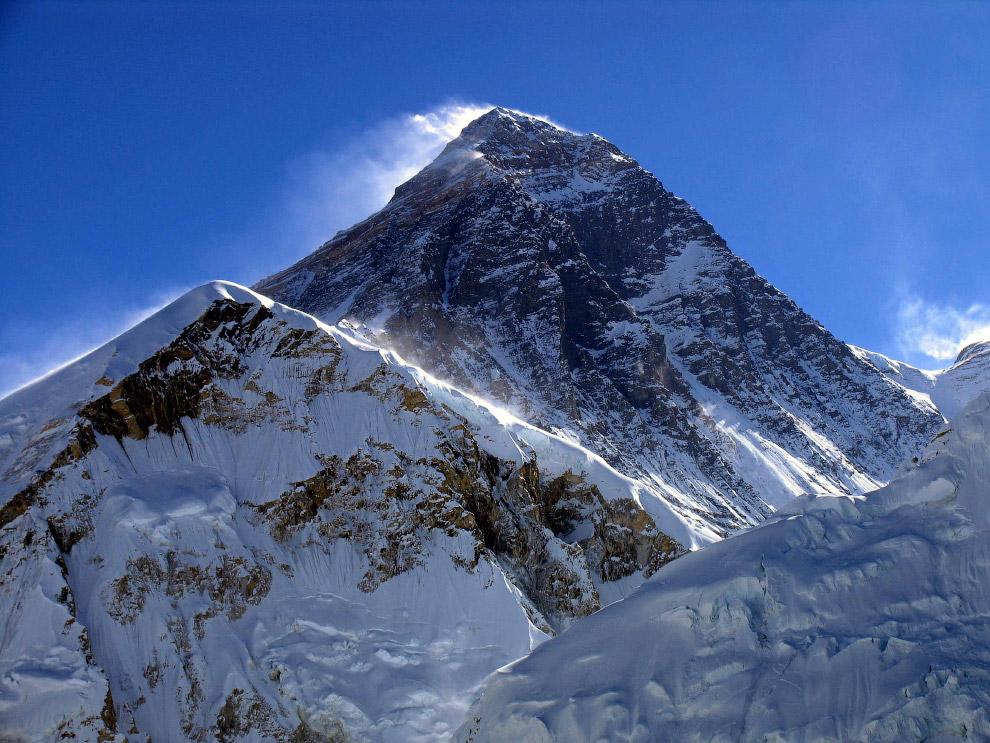 В последующие годы высочайшую вершину мира покорили альпинисты разных стран мира — СССР, КНР, С