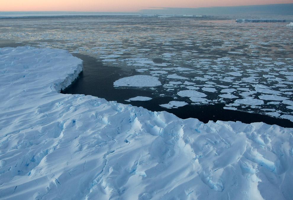Мировой океан захватывает планету. Считается, что с 1993 по 2010 гг. ежегодно уровень воды увел