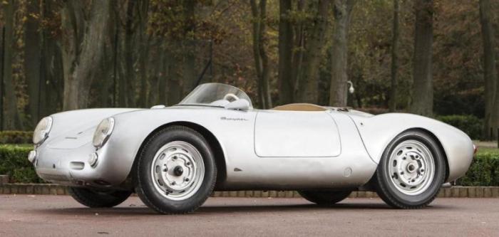 Выпускался с 1953 года по 1956. Это гоночный автомобиль с захватывающим прошлым и как вы понимаете,