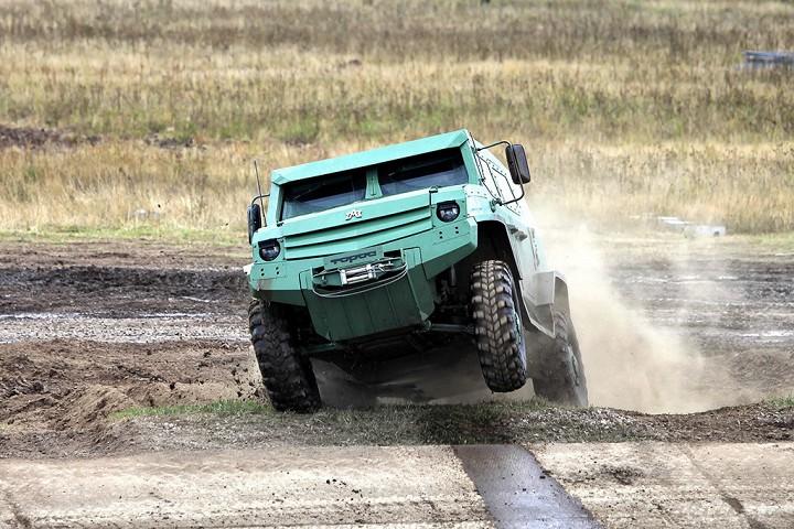 """УАМЗ """"Буран"""" Дальнобойный капотный тягач на базе ЗИЛ-130, был построен в единственном эк"""