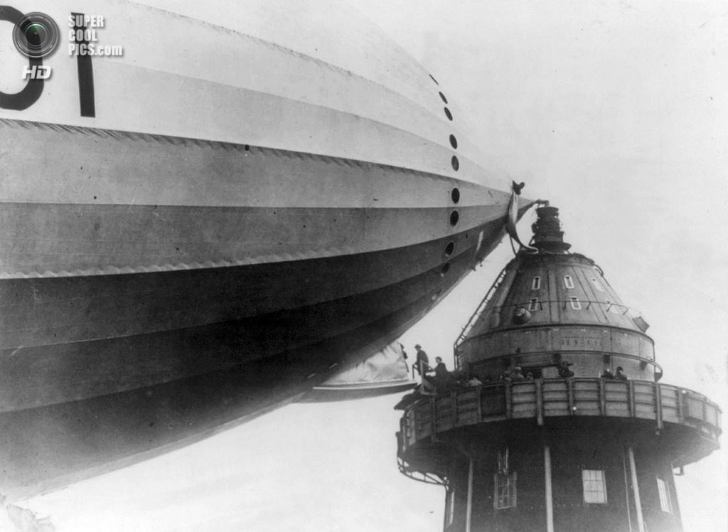 Великобритания. Кардингтон, Бедфордшир, Англия. 1920 год. Посадка на дирижабль. (Library of Cong