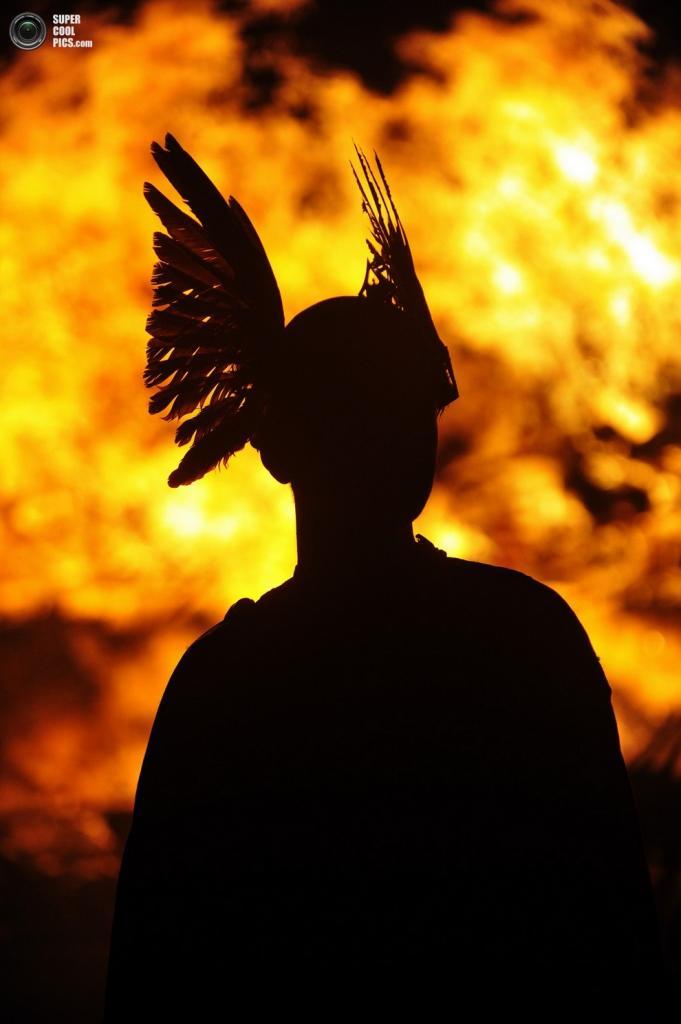 Драккар догорает. (ANDY BUCHANAN/AFP/Getty Images)