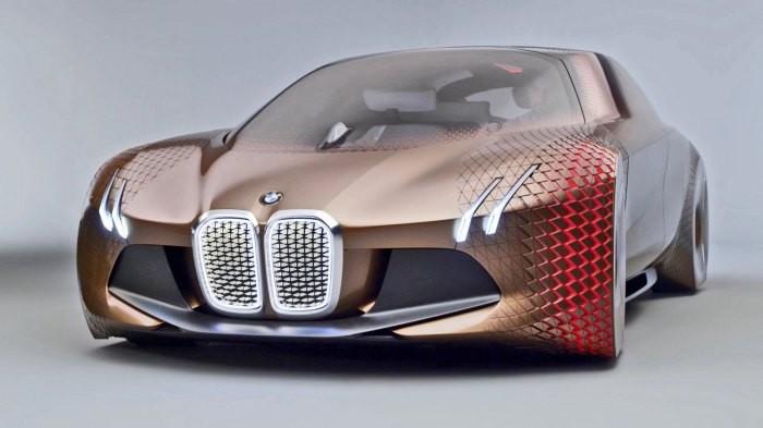 Этот концепт немецких автопроизводителей скорее схож с машиной даже не XXII, а XXIII века. Лобовое с