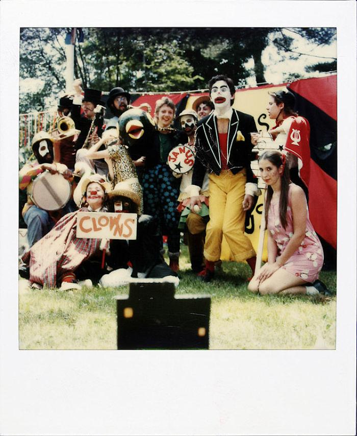 13 июня 1981 года: Джейми был не только режиссером и фотографом, но и цирковым артистом.