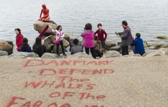 Вандалы оправдали нападение настатую Русалочки вКопенгагене защитой китов
