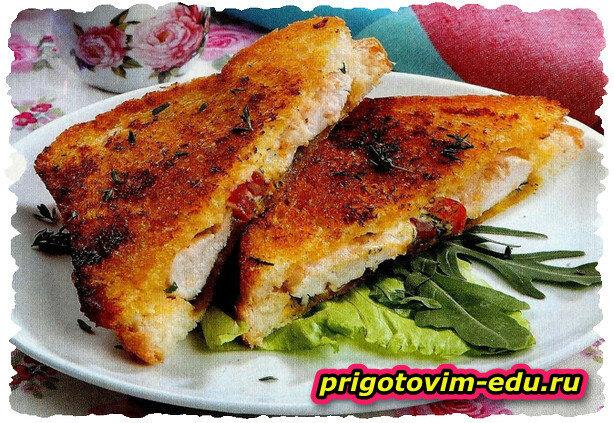 Сэндвич с индейкой , сыром и помидорами
