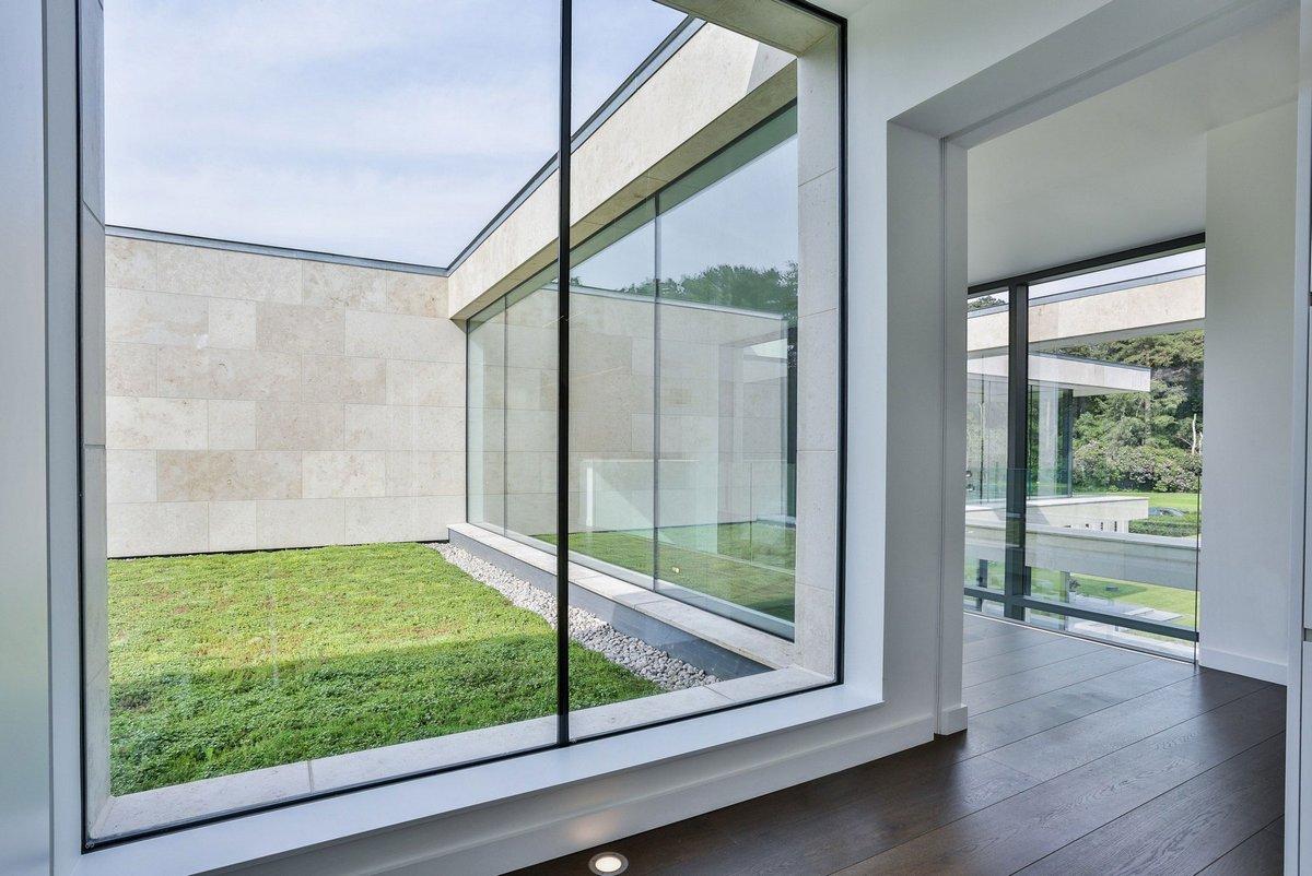 окна от пола до потолка в частном доме