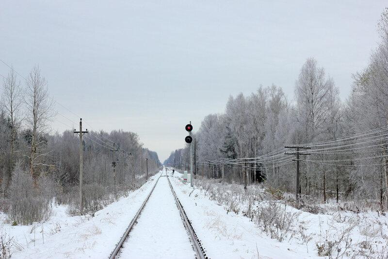 Зимний прожекторный светофор Н станции Рождествено со стороны Ржева